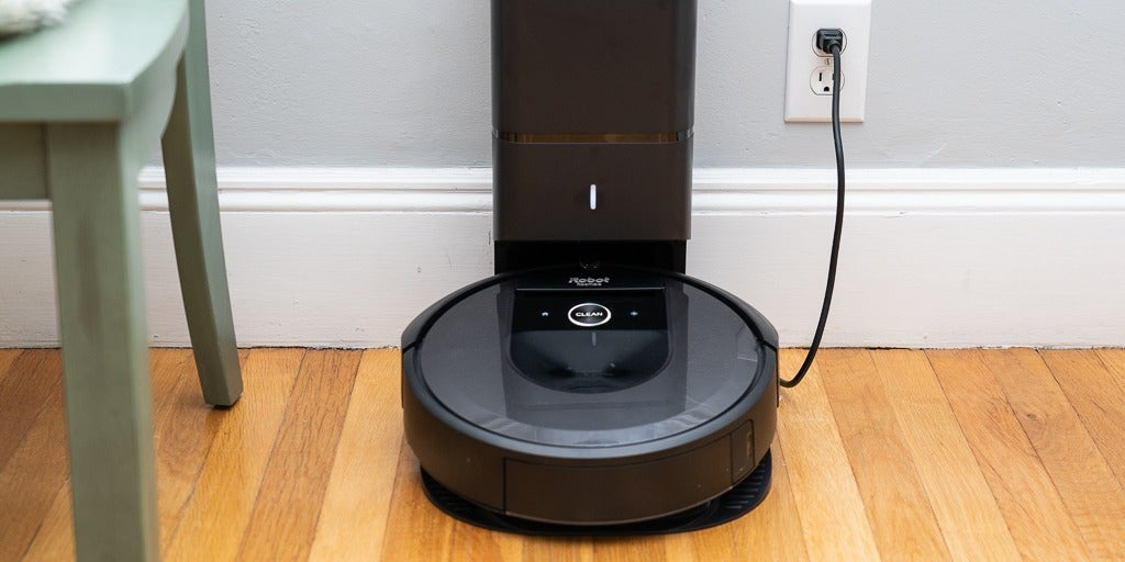 Robot aspirator iRobot Roomba i7+ (i7556) : Review si Pareri pertinente